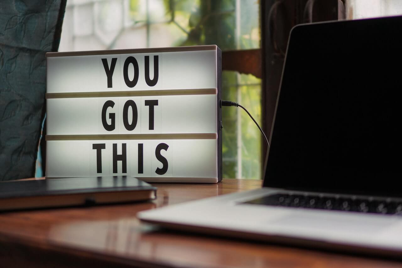 prevurnete-slabosti-v-sila-motivaciya-nadpis-biuro